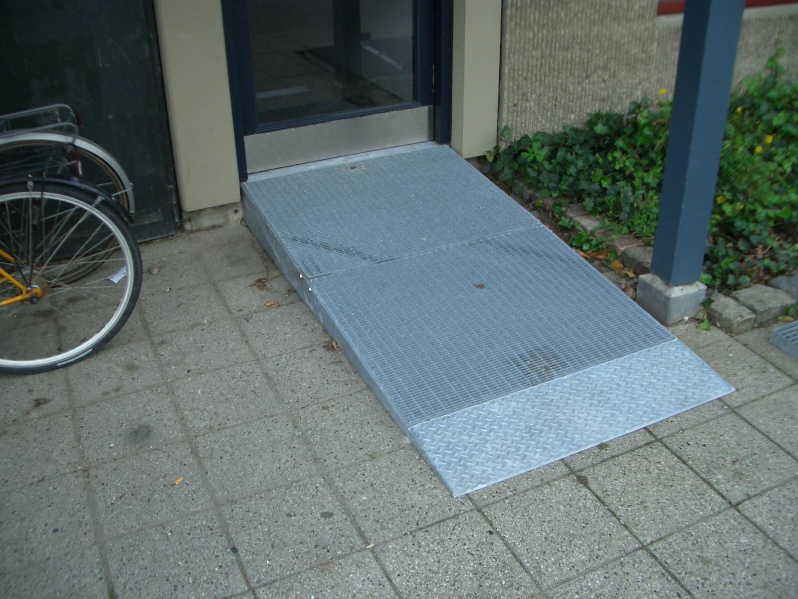 indgangs_rampe_handicap-koerestol_2704