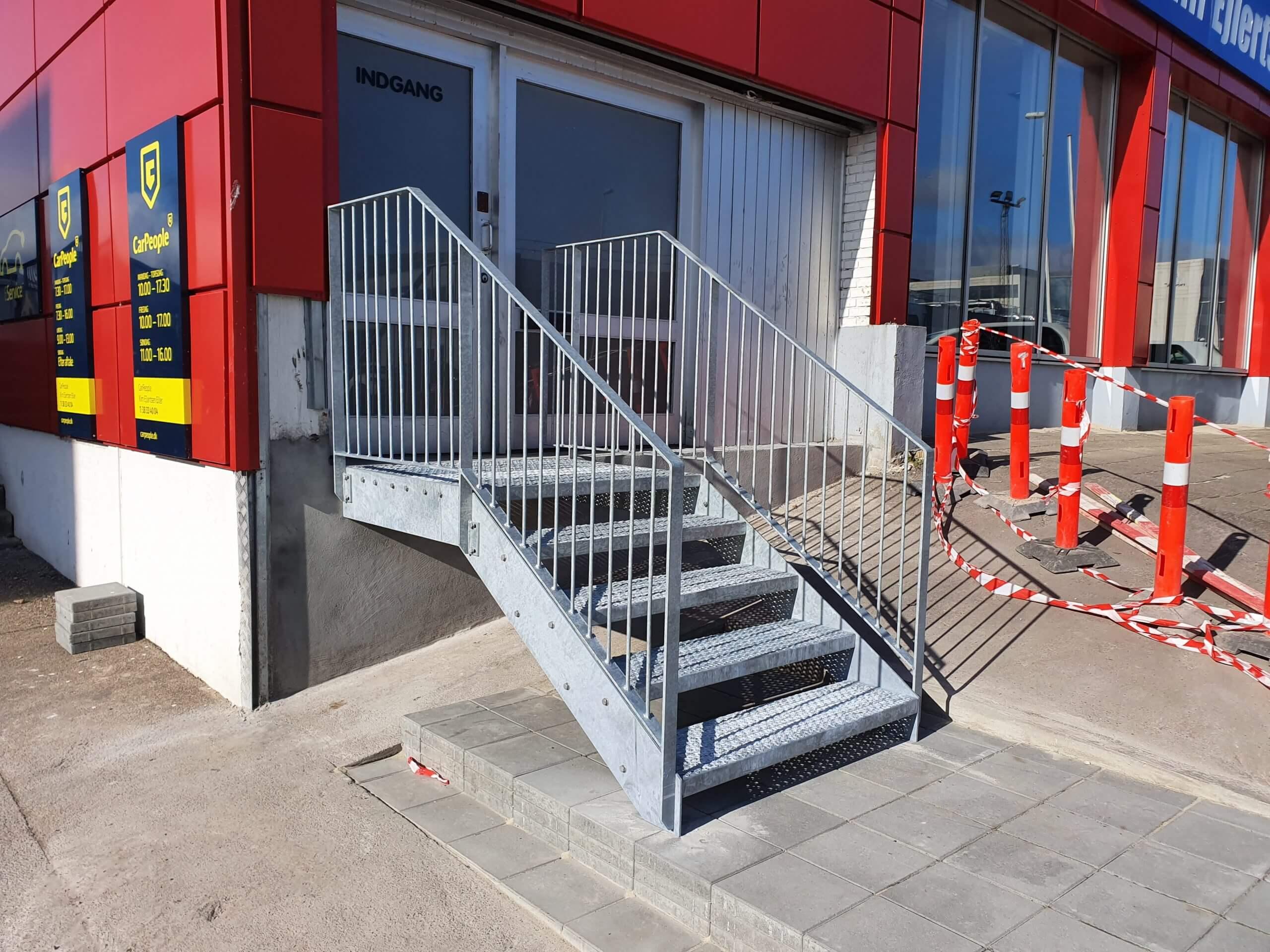 Gelænder og Rækværk på trappe indgang