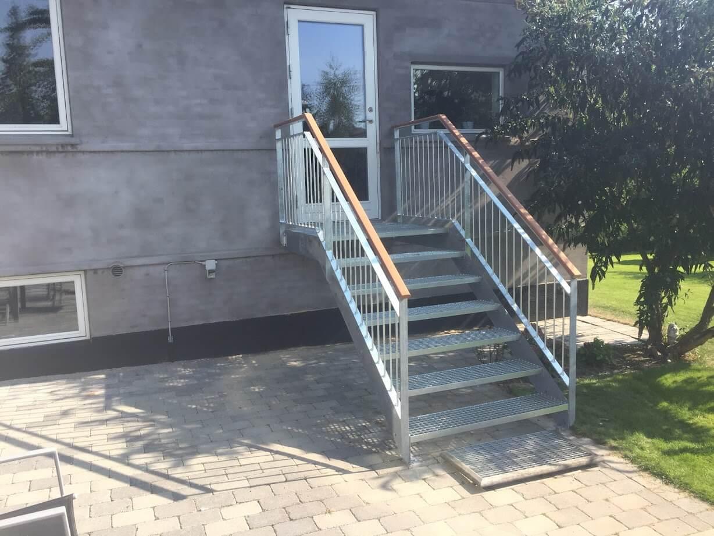 Trappe til indgang