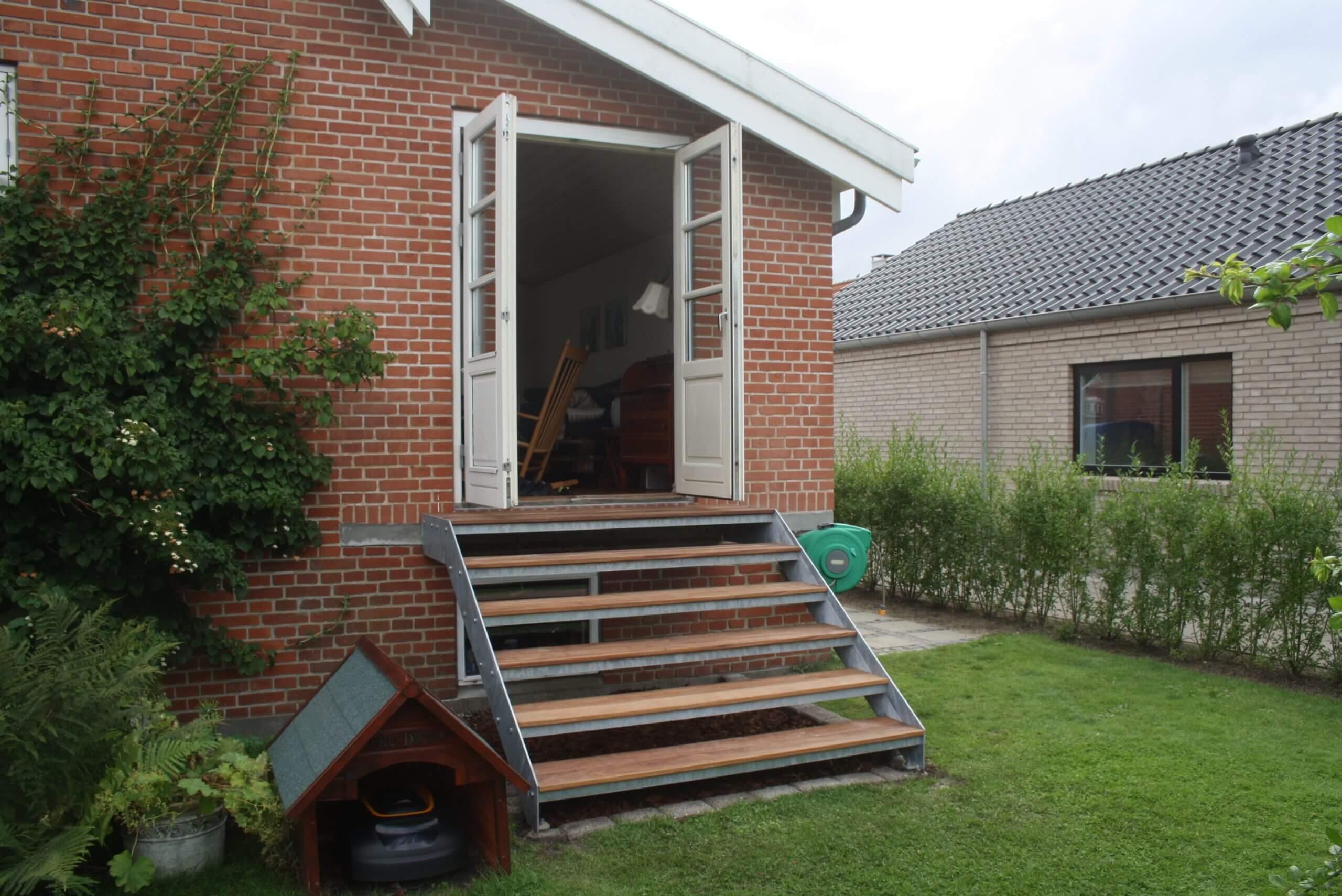 Terrassetrappen giver udgang til din have