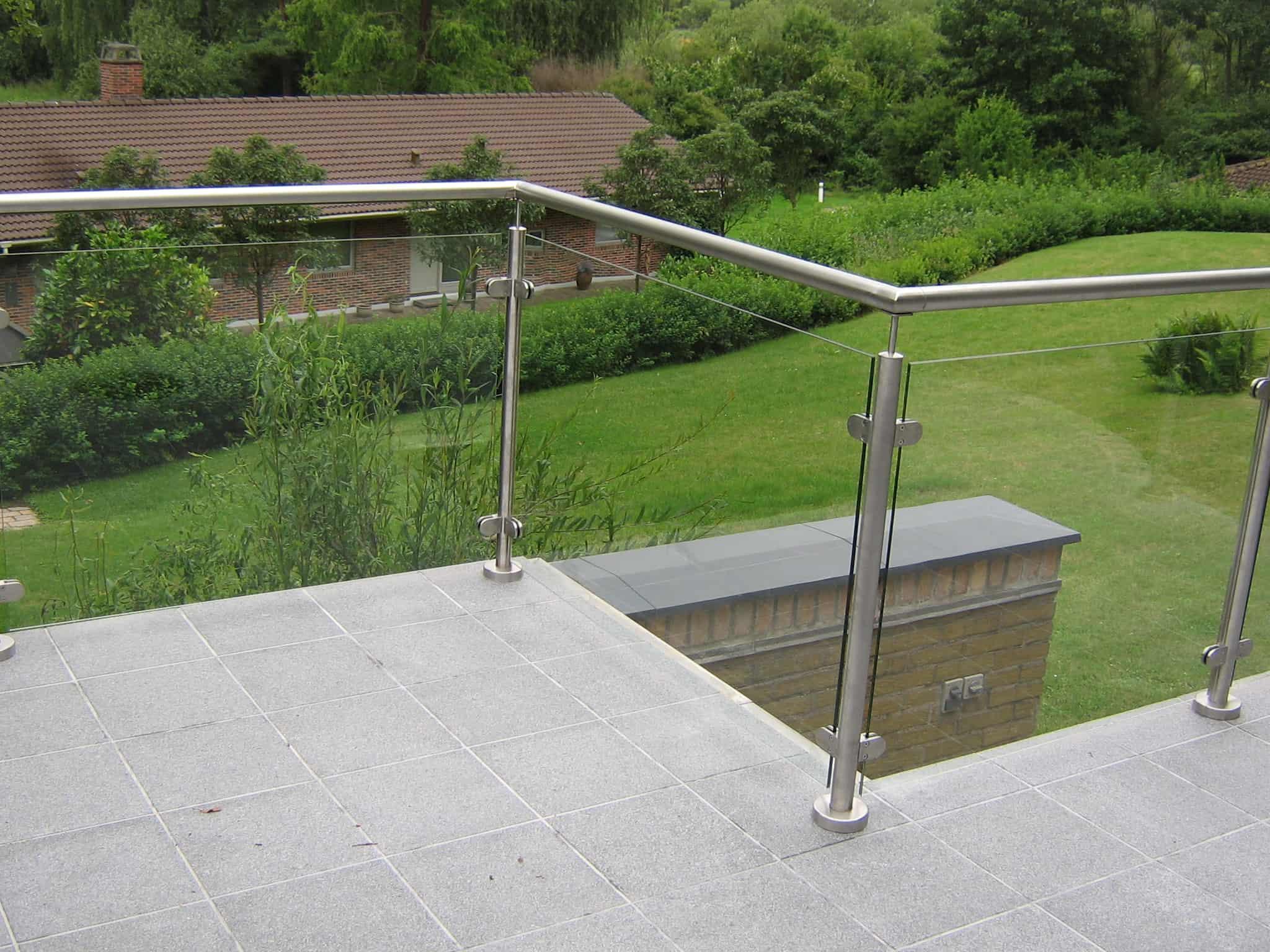 Crosinox gelænder og rækværker, monteret på terrasse