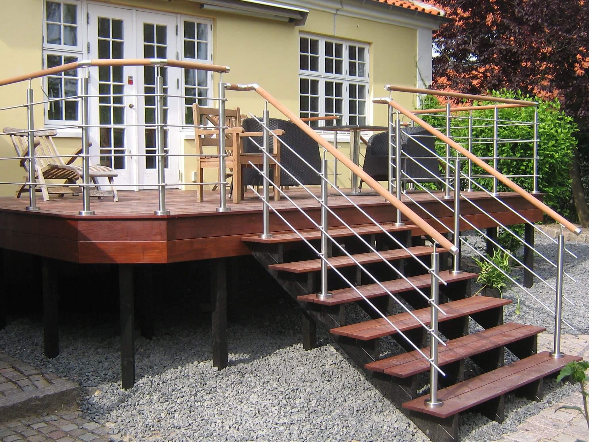 Crosinox gelænder og rækværker, monteret på terrasse og trappe