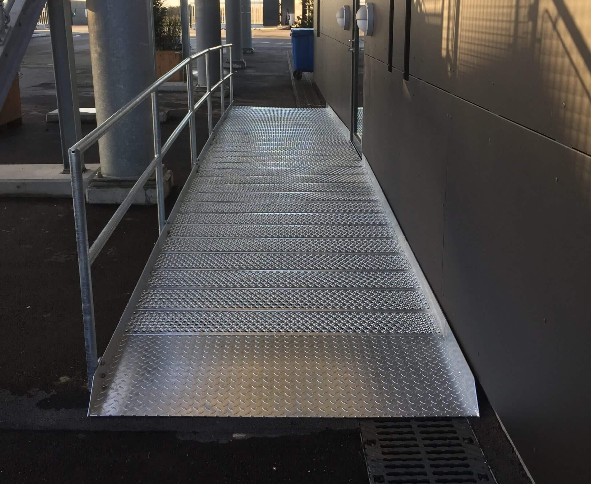 Kørestolsrampe / handicaprampe til indgang