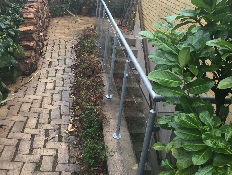 Crosinox gelænder og rækværker, monteret på en kældernedgang